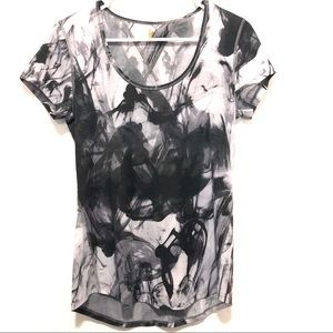 Lucy Women's Black Print Relaxed Fit Top Small